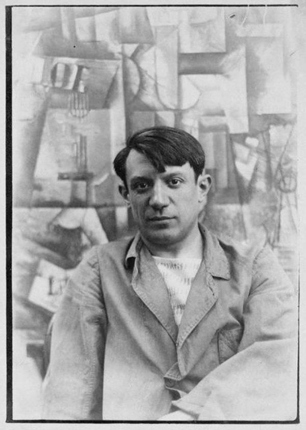 Picasso frente a su obra 'The Aficionado'.